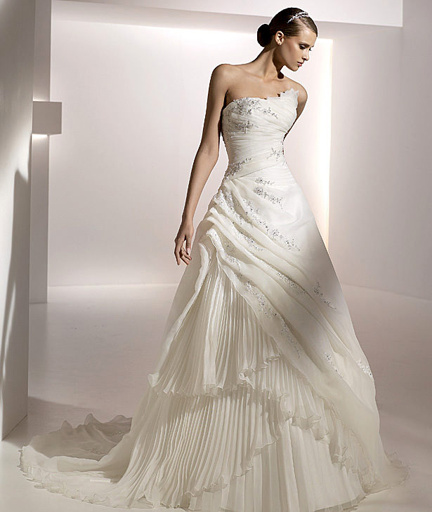 2010 modern wedding dress by pronovias picture 2 wedding inspiration