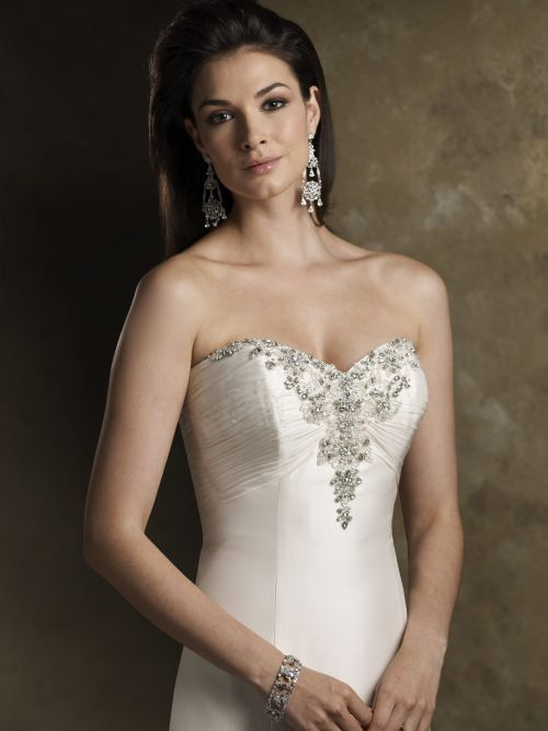 The trend of strapless wedding dresses 2010 wedding for What to wear under strapless wedding dress
