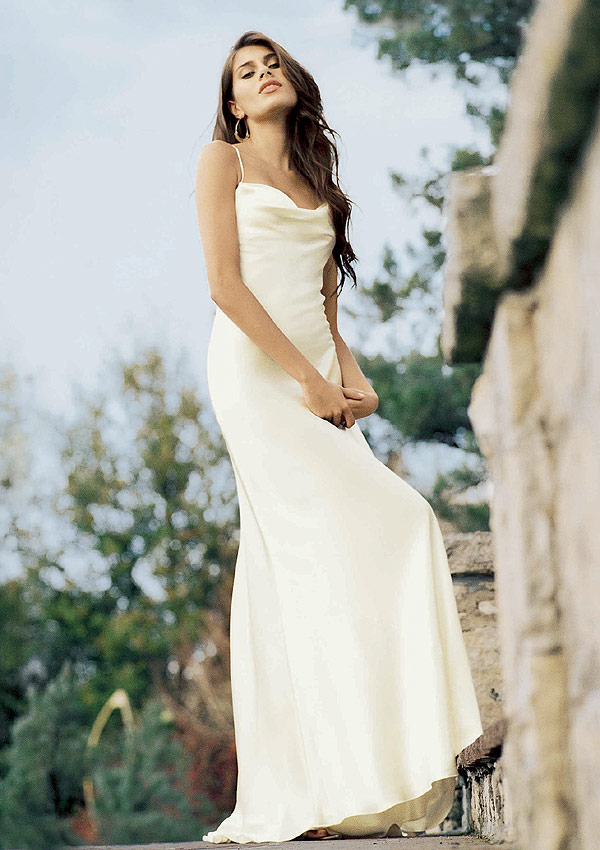 Casual wedding dresses for beach wedding pictures 2 for Wedding dresses casual beach
