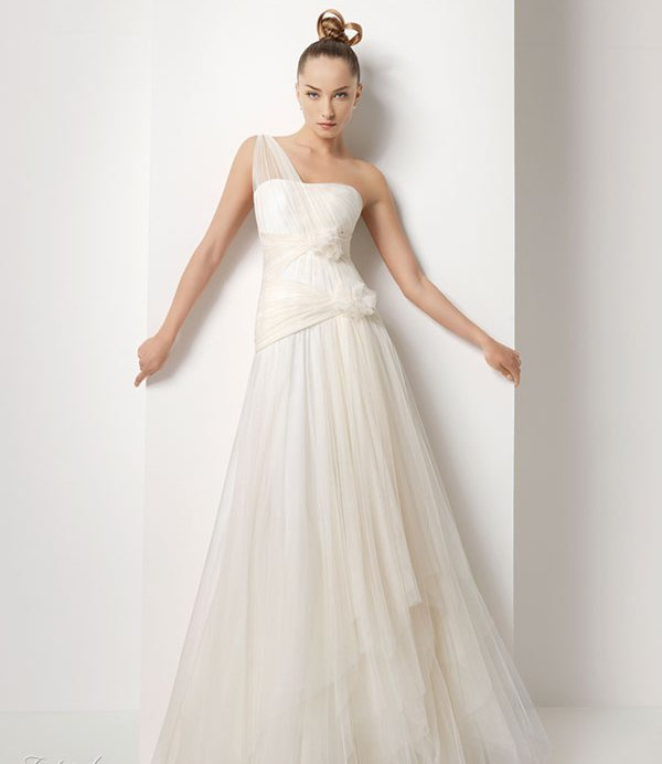 2011 silk satin wedding dress 4 wedding inspiration trends for Satin silk wedding dresses