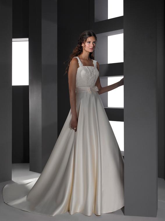 Charming Wedding Dress Collection by Javier Larrainzar ...