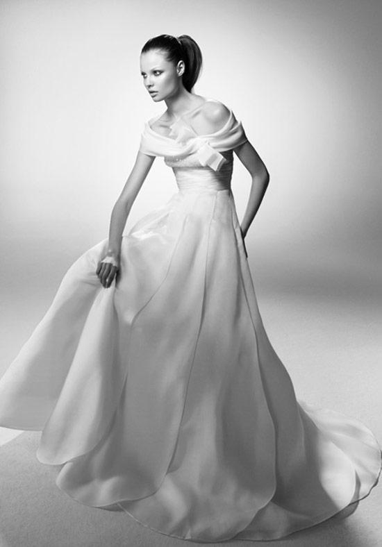 8c0ddad850fb Exclusiveness an Luxury Wedding Dress from valentino sposa5 ...