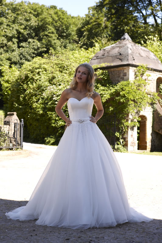 Wedding Dresses In Geia Thumbmediagroup