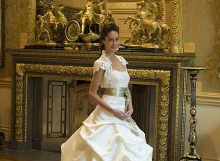 Elegant Georgian style wedding dress