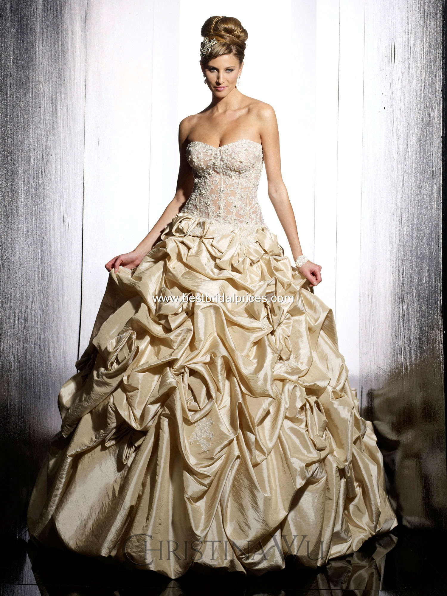 Top ten wedding dress style in 2013 gold wedding for Wedding dress pick up style