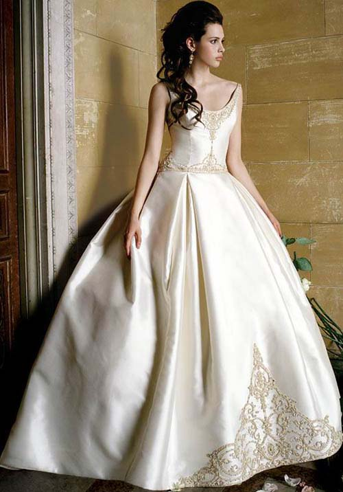 Modern vintage style wedding dress wedding inspiration for Chic modern wedding dresses